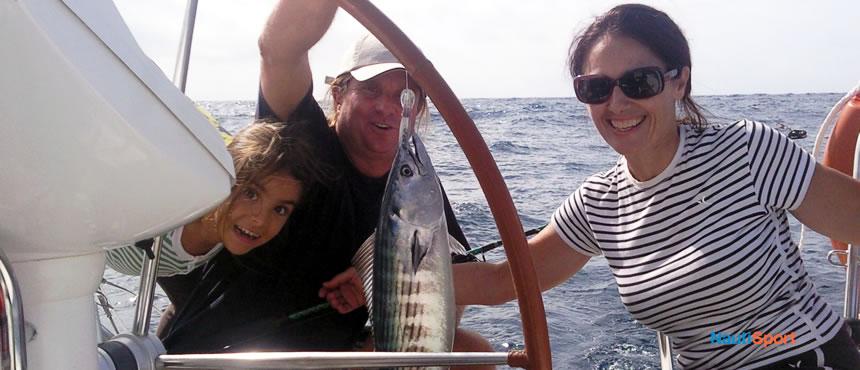Si lo que te gusta es pescar salimos con nuestro barco para hacer pesca costera